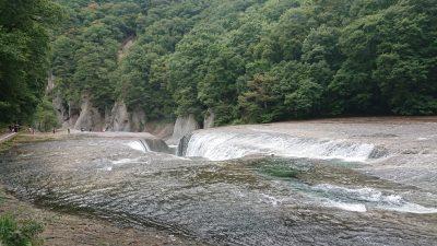 群馬県の吹割渓谷と吹割の滝を歩いてきました。尾瀬の途中にある見どころ多い観光地です。