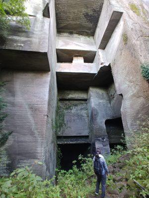 千葉県鋸山は日帰りハイキングに最適。石切り場は他にはない独特な雰囲気で楽しめます